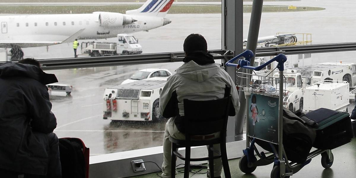 Espectacular persecución en Francia: las impactantes imágenes de hombre que ingresa con auto robado a dos aeropuertos en Lyon