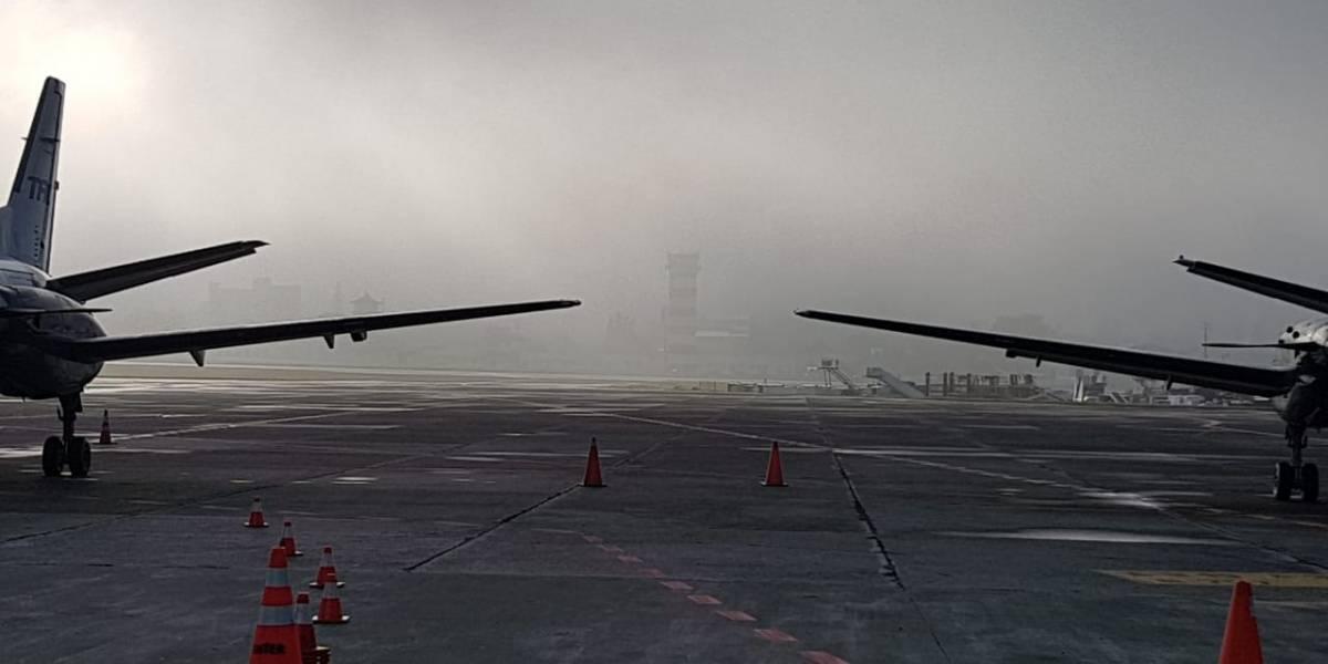 Cierran temporalmente pista del aeropuerto La Aurora por presencia de neblina