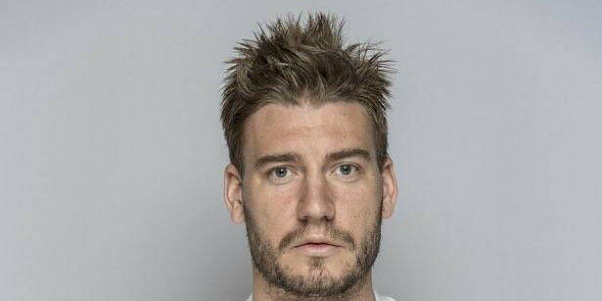 Arrestan a ex jugador del Arsenal por golpear a taxista