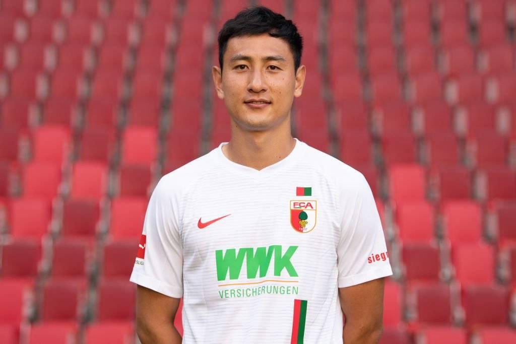 Ji Dong-won, del Augsburgo de Alemania, será una de las cartas ofensivas de Corea del Sur ante Chile / Foto: Getty Images