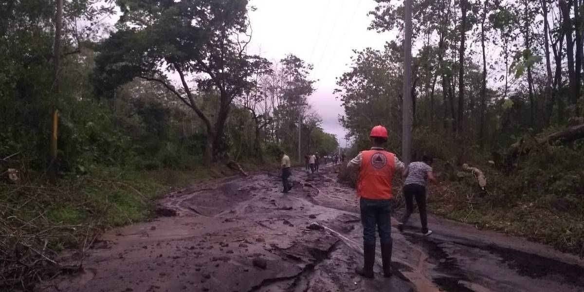 Descenso de lahares provoca desborde del río Ceniza en Escuintla