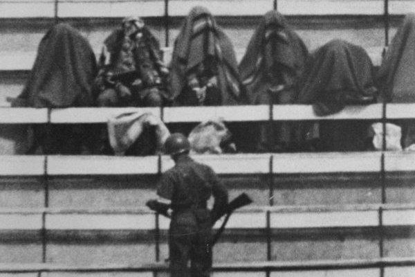 """La trágica historia del """"Encapuchado del Estadio Nacional"""""""