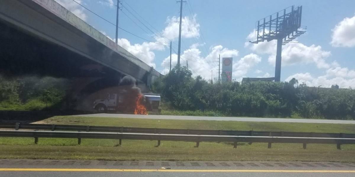 Cierran expreso 22 en Arecibo tras incendio con camión de gasolina