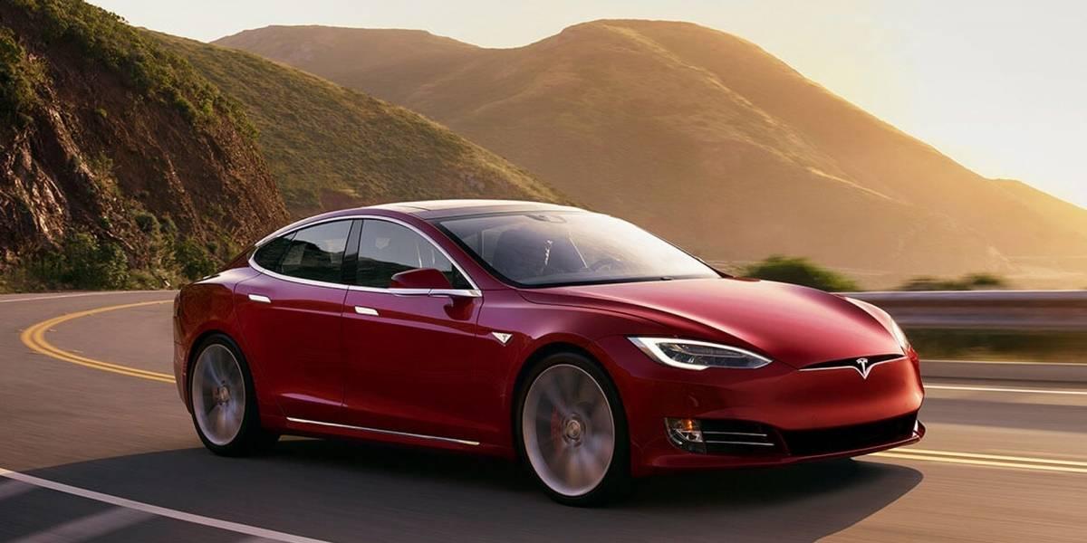 ¡Al fin! Tesla presenta un cargador que se puede conectar al enchufe de pared