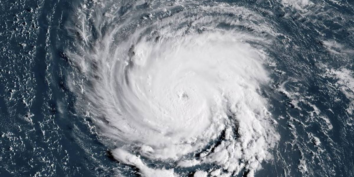 El huracán Florecen amenaza la costa este de Estados Unidos