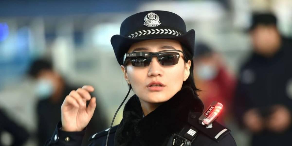La policía en China está ocupando lentes con reconocimiento facial para capturar delincuentes