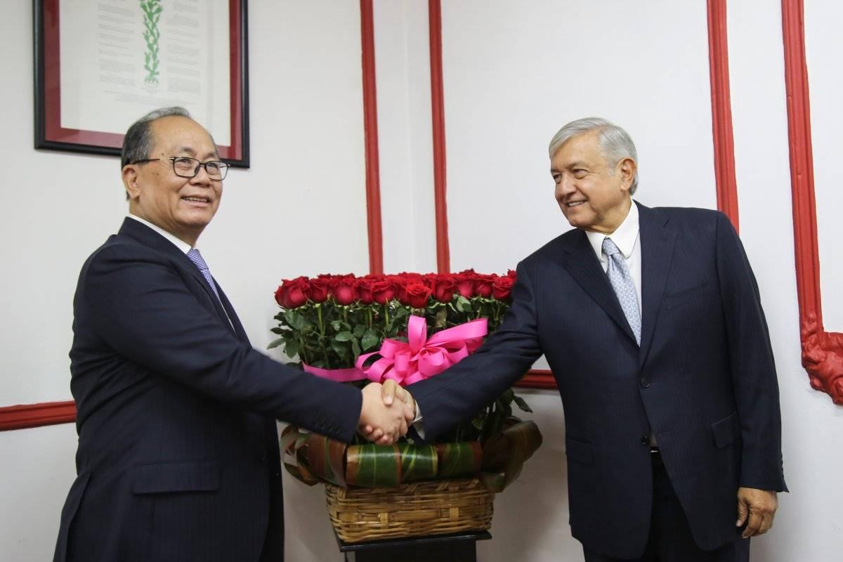 Con Qiu Xiaoq, Embajador de la República China Foto: Cuartoscuro