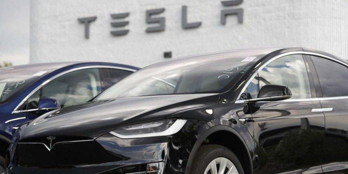Tesla baja número de colores para agilizar producción