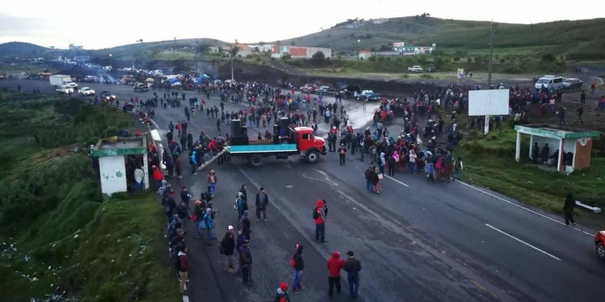 Integrantes de los 48 Cantones realizan bloqueos en el interior del país