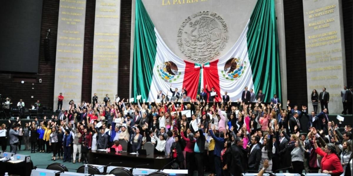 "Diputados se manifiestan en San Lázaro por ""Juanitas"" en Chiapas"