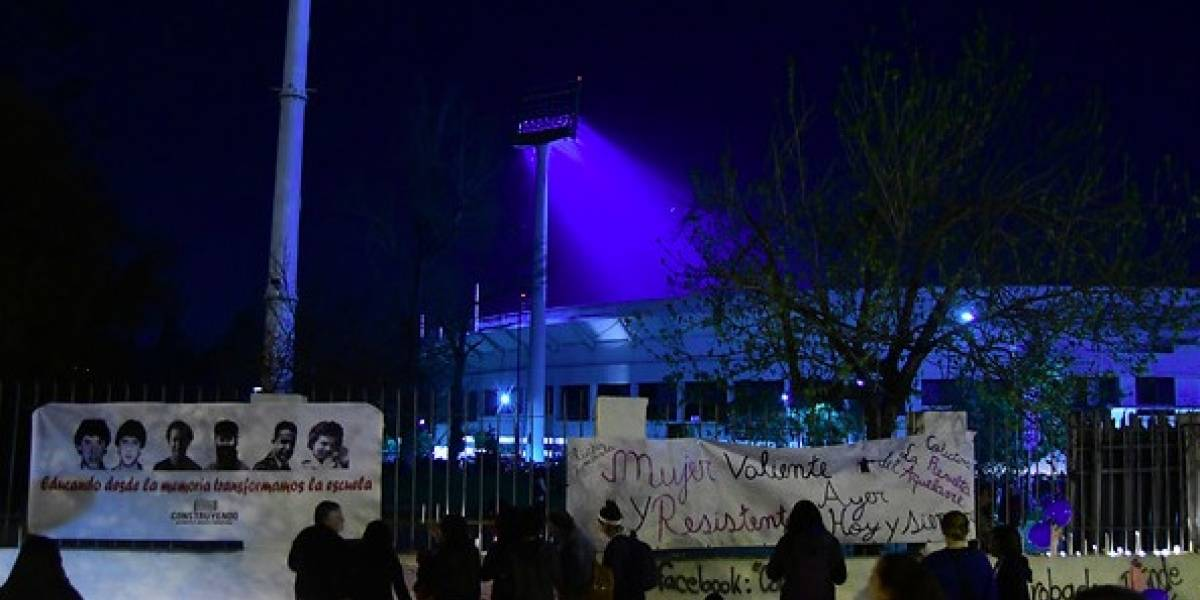Crímenes de lesa humanidad fueron recordados por familiares de desaparecidos en el Estadio Nacional