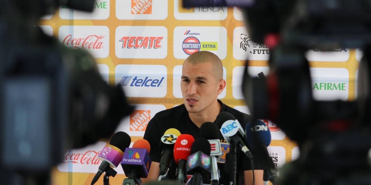 Detienen a 'Tuca' Ferretti en su regreso a Monterrey