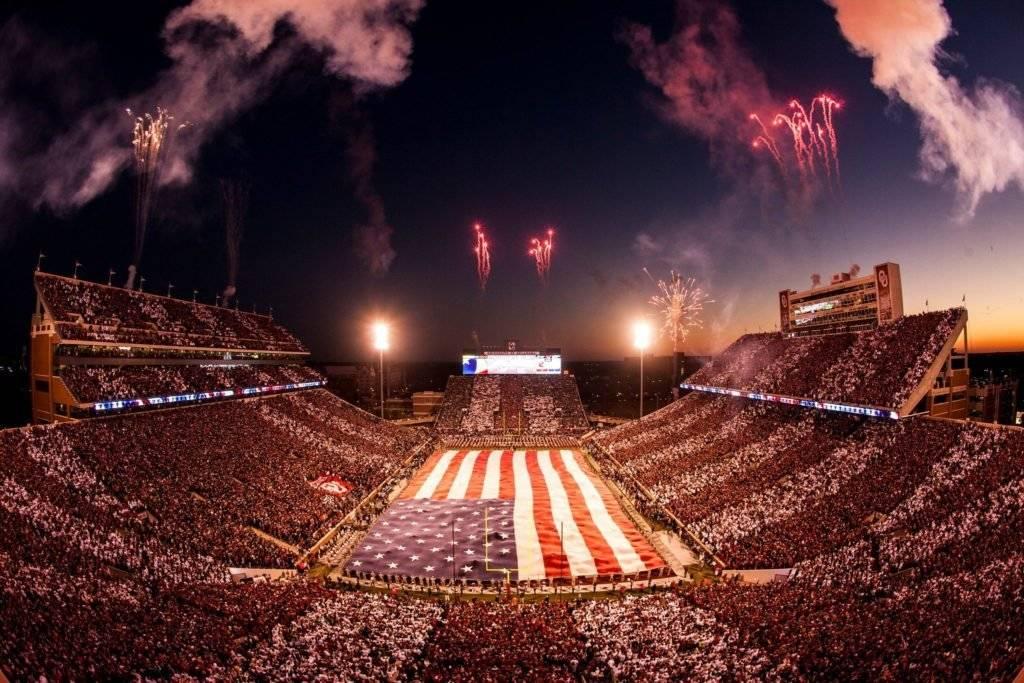 Ubicación: Norman, Oklahoma, EU Capacidad: 84,400 Equipo: Oklahoma Sooners Football Cortesía