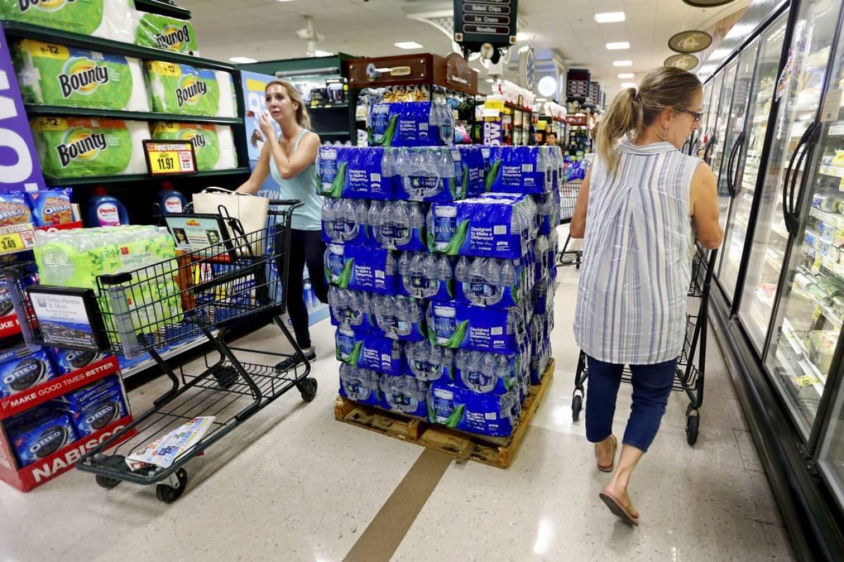 En varios estados se están realizando compras de pánico Foto: AP