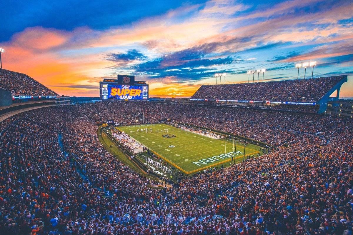 Ubicación: Auburn, Alabama, EU Capacidad: 87,400 Equipo: Auburn Tigers Football Cortesía