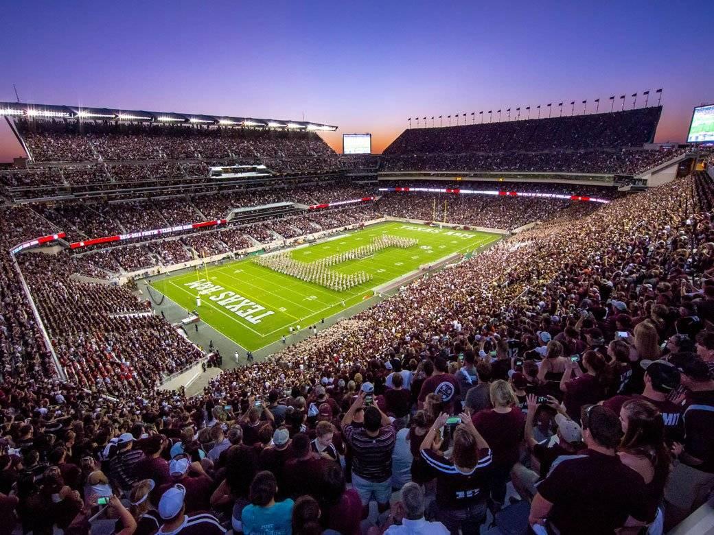Ubicación: Knoxville, Tennessee, EU Capacidad:102,400 Equipo: Tenneessee Volunteers Football Cortesía