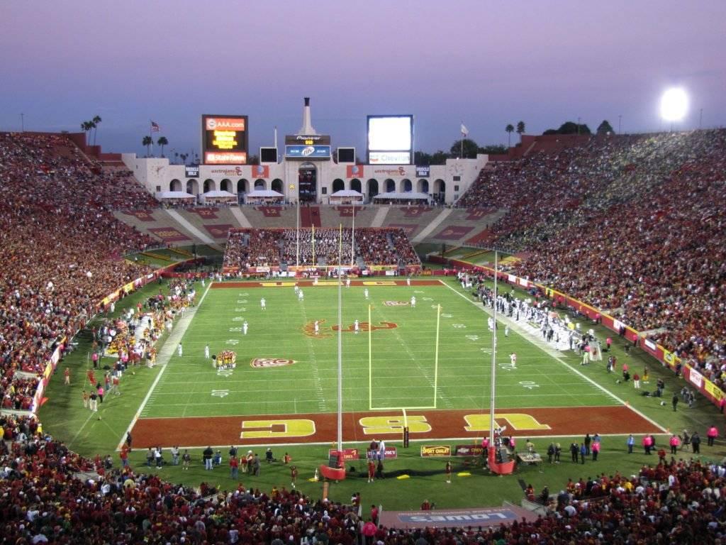 Ubicación: Los Angeles, California, EU Capacidad: 93,600 Equipo: LA Rams, USC Trojans Football Cortesía