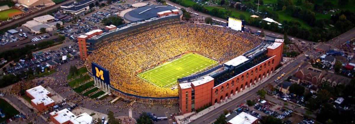 Ubicación: Ann Arbor, MI, EU Capacidad: 107,600 Equipo: Michigan Wolverines, Football Cortesía