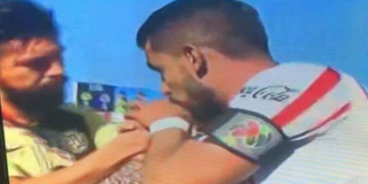 ¿Por qué Miguel Ponce le besó la mano a Oribe Peralta?