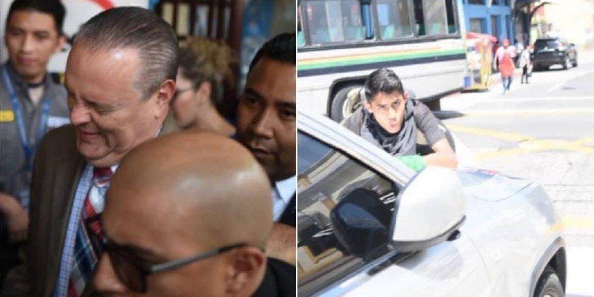 VIDEOS. Ministro de Salud se refugia en zapatería de zona 1 por consignas de manifestantes