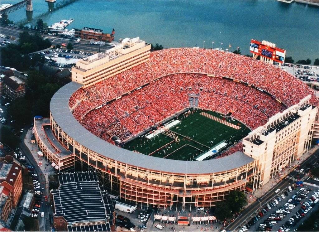 Ubicación: Baton Rouge, Louisiana, EU Capacidad:102,300 Equipo: LSU Tigers Football Cortesía