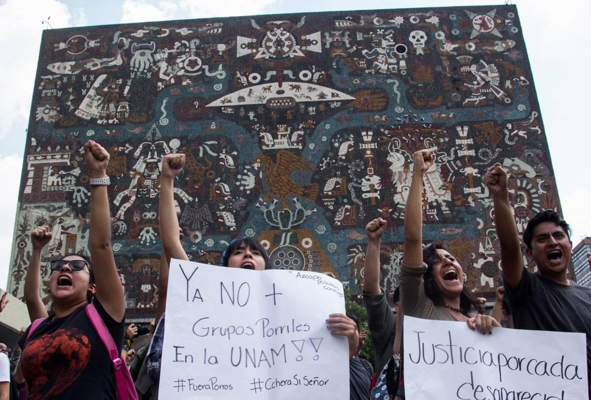 """Martes 4 de septiembre. La Facultad de Ciencias Políticas y Sociales y otras escuelas entran en paro de 48 horas, al grito de """"Fuera Porros de la UNAM"""". Foto: Cuartoscuro"""