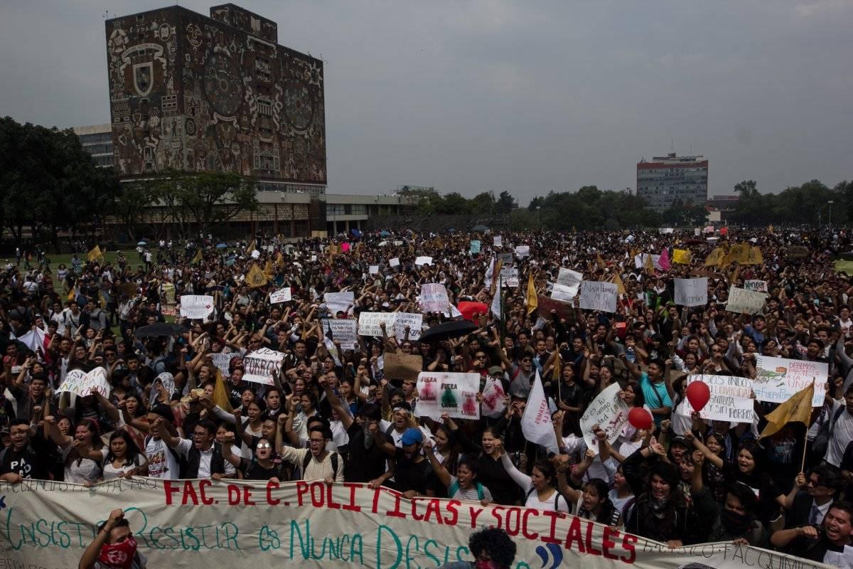Miércoles 5 de septiembre. Miles de estudiantes de la Universidad Nacional Nacional Autónoma de México (UNAM) marcharon de la Facultad de ciencias Políticas y Sociales a la torre de Rectoría para exigir la salida de grupos porriles de la universidad, así como la garantía de seguridad dentro de la misma. Foto: Cuartoscuro