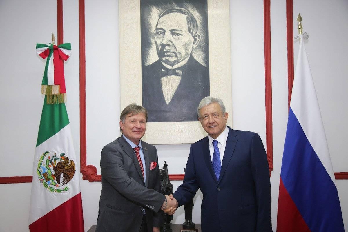 El presidente electo se reunió el pasado 10 de septiembre con el embajador de Rusia en México, Viktor V. Koronelli. Foto: Cuartoscuro