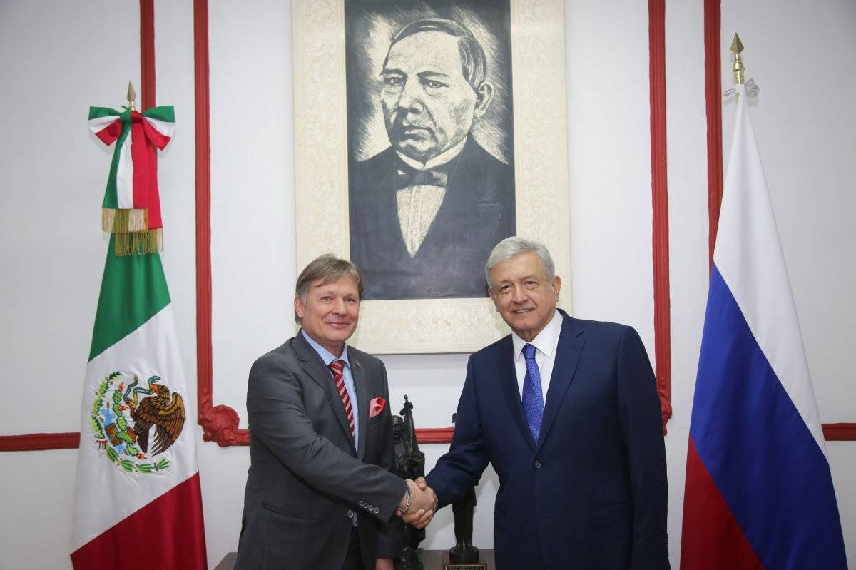 Con Viktor V. Koronelli, embajador de Rusia en México Foto: Cuartoscuro
