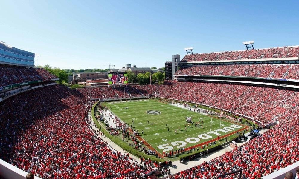 Ubicación: Athens, Georgia, EU Capacidad: 92,700 Equipo: Georgia Bulldogs Football Cortesía