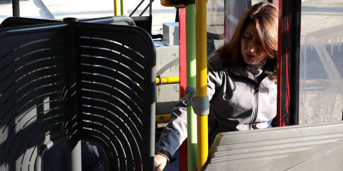 Transantiago le dice adiós torniquete mariposa: exigirán buses sin barreras, con aire acondicionado y cargador USB