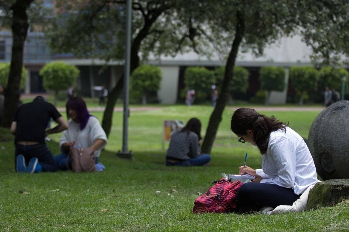 65% de los adultos mexicanos carecen de estudios de nivel secundaria. Foto: Cuartoscuro.