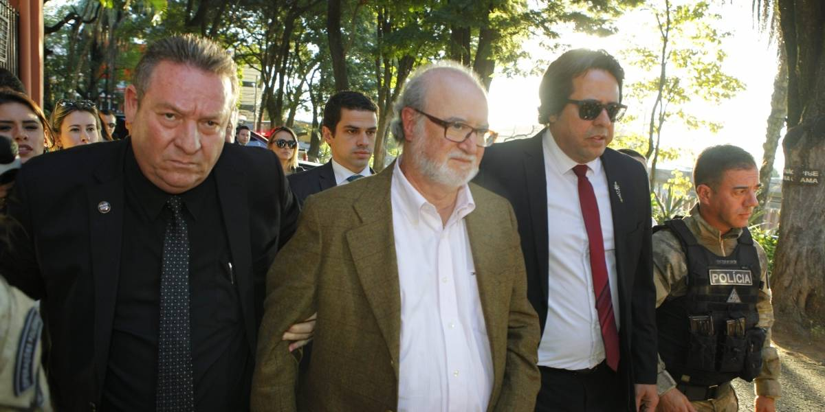 Eduardo Azeredo deixa prisão para fazer cirurgia em Belo Horizonte