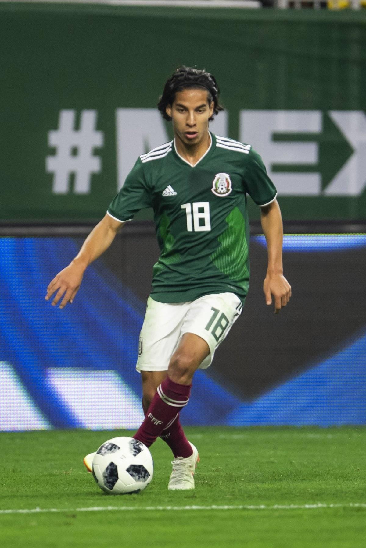 Diego Lainez mide 1.67 m