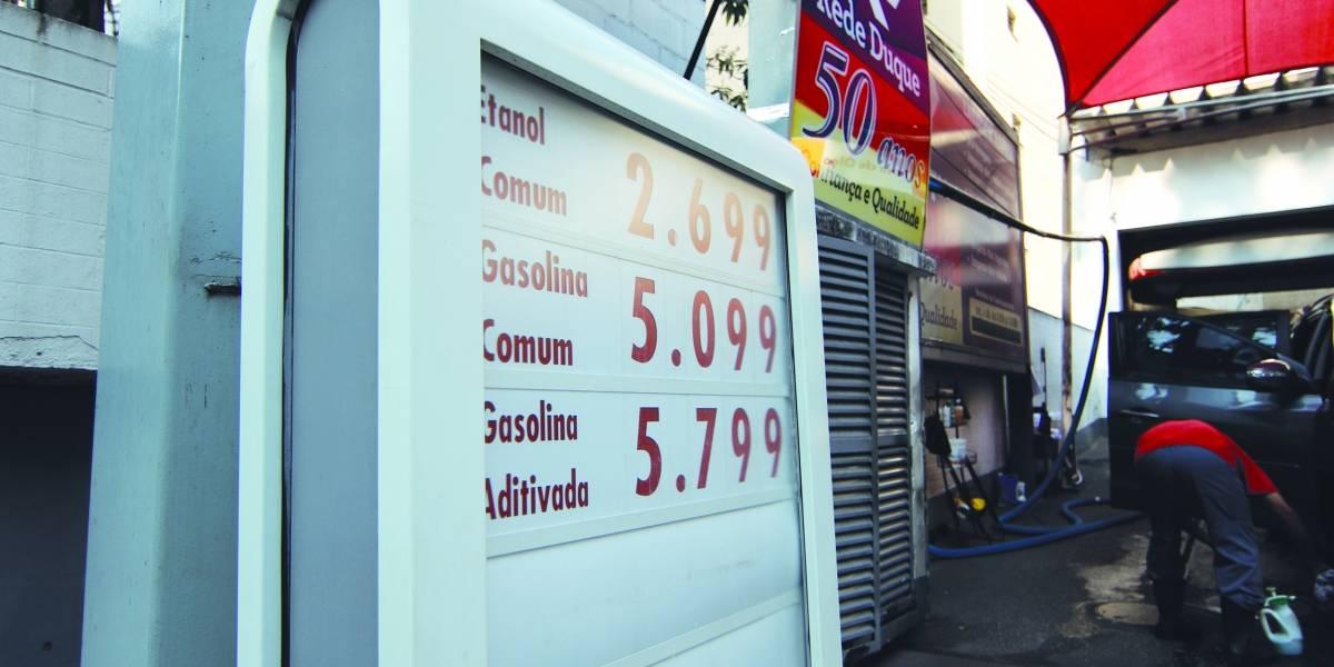 Gasolina passa de R$ 5 em postos de combustível de São Paulo