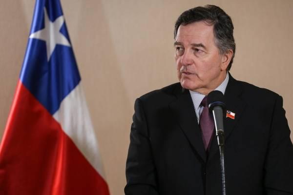 Roberto Ampuero pidió a La Haya respetar los tratados vigentes