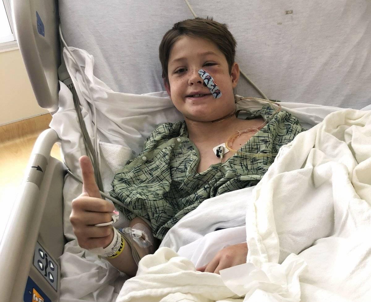 La recuperación de un niño herido en la cabeza