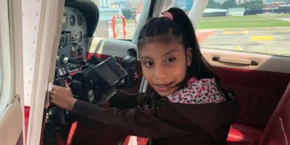 VIDEO. Niña cumple su sueño de viajar en avión