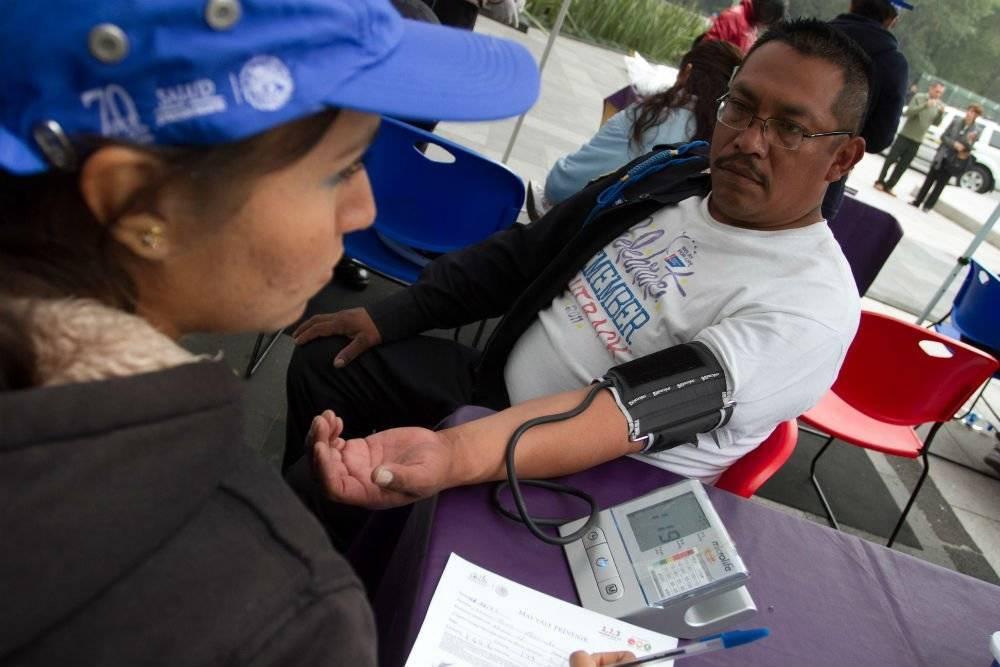Toma de presión arterial Foto: Cuartoscuro
