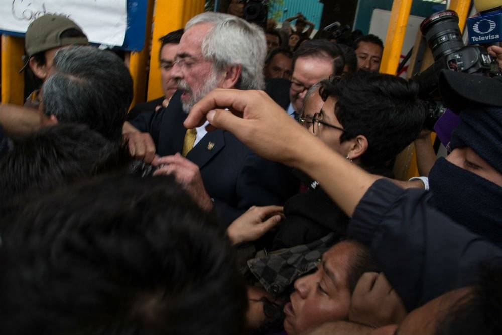 El rector de la UNAM estuvo menos de una hora en las instalaciones del CCH Azcapotzalco Foto: Cuartoscuro