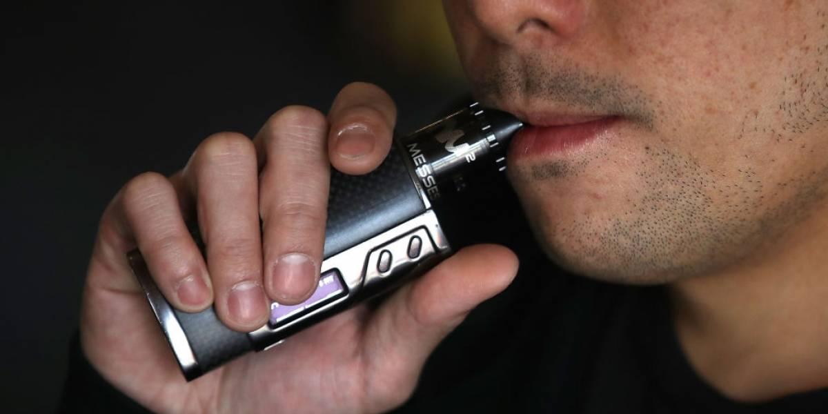 """EU declara """"epidemia"""" por uso de cigarros electrónicos entre jóvenes"""