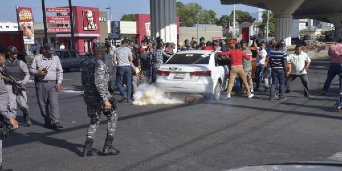 Protestas por alza de precios combustibles dejan varios heridos en Santiago