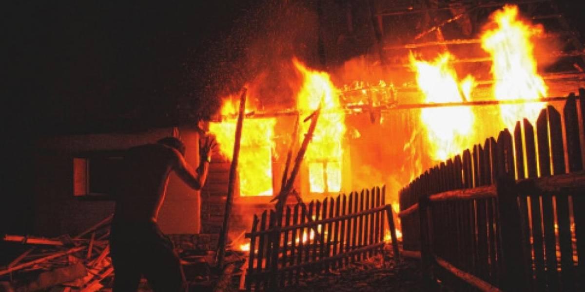 """Quemó su casa para morir calcinado pero se arrepintió porque """"el fuego estaba caliente"""""""