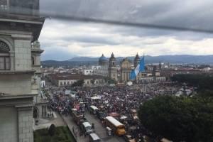 manifestación de Codeca contra Jimmy Morales llega a plaza de la Constitución