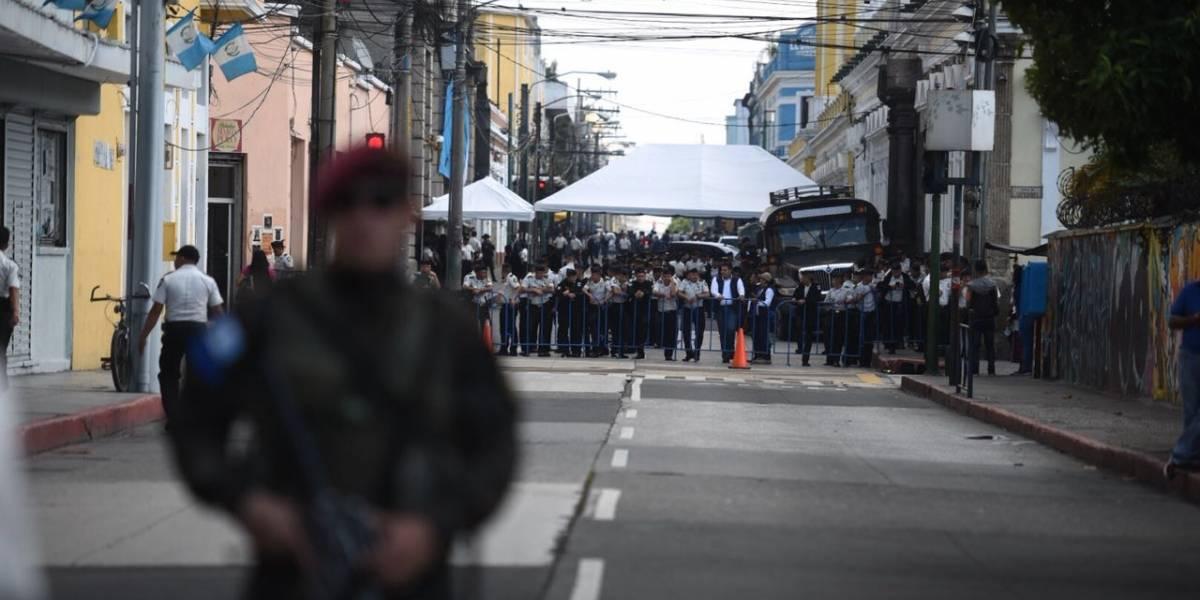 """Kaibiles, policías y fuerte armamento: un despliegue """"desproporcionado"""" por presencia de Presidente"""