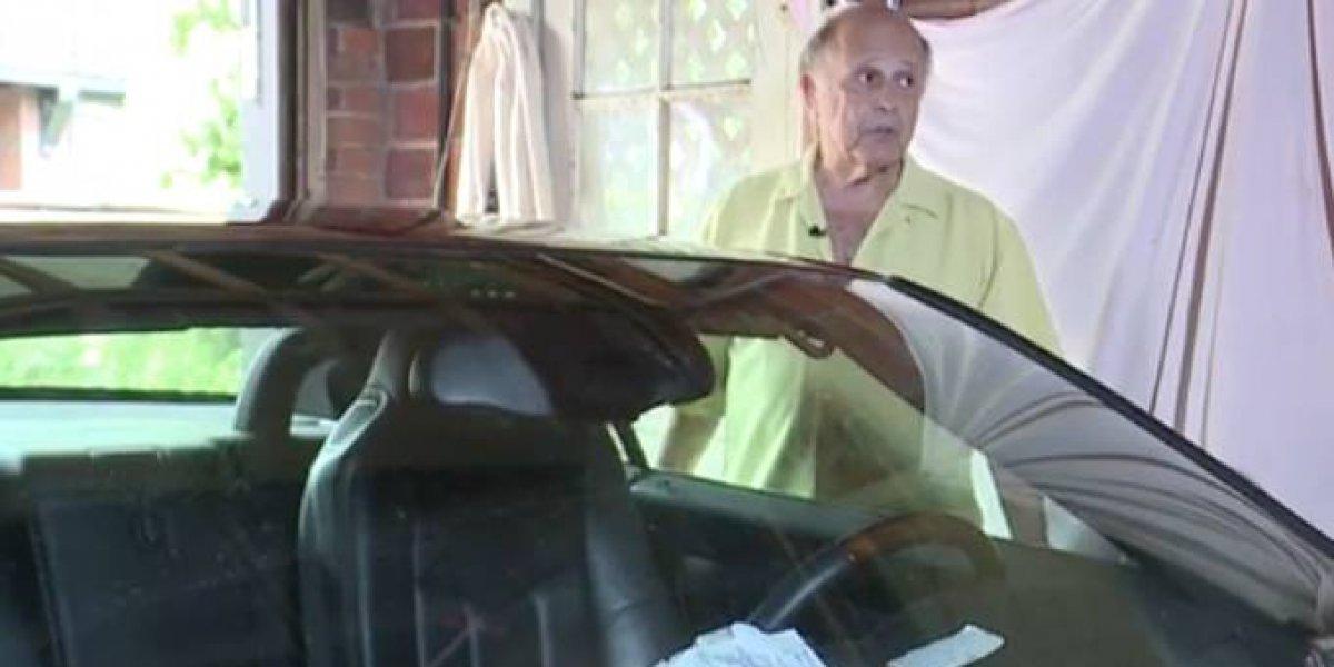 """Escribió hasta una nota de despedida: se quedó encerrado 13 horas en su auto tras fallar el sistema eléctrico y estaba seguro que """"iba a morir"""""""