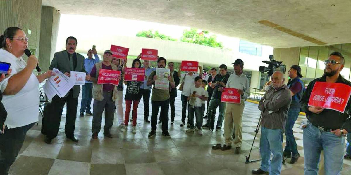 Se unen contra alza a tarifas de transporte en Nuevo León