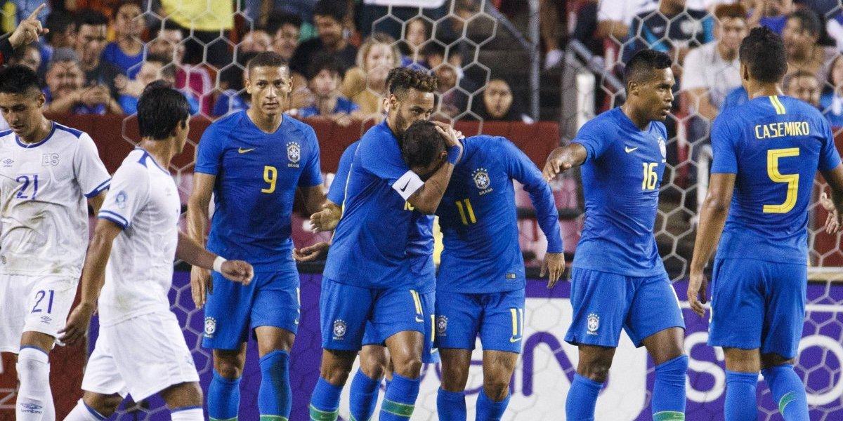 Neymar se acerca a las leyendas y Brasil golea sin complicaciones a El Salvador