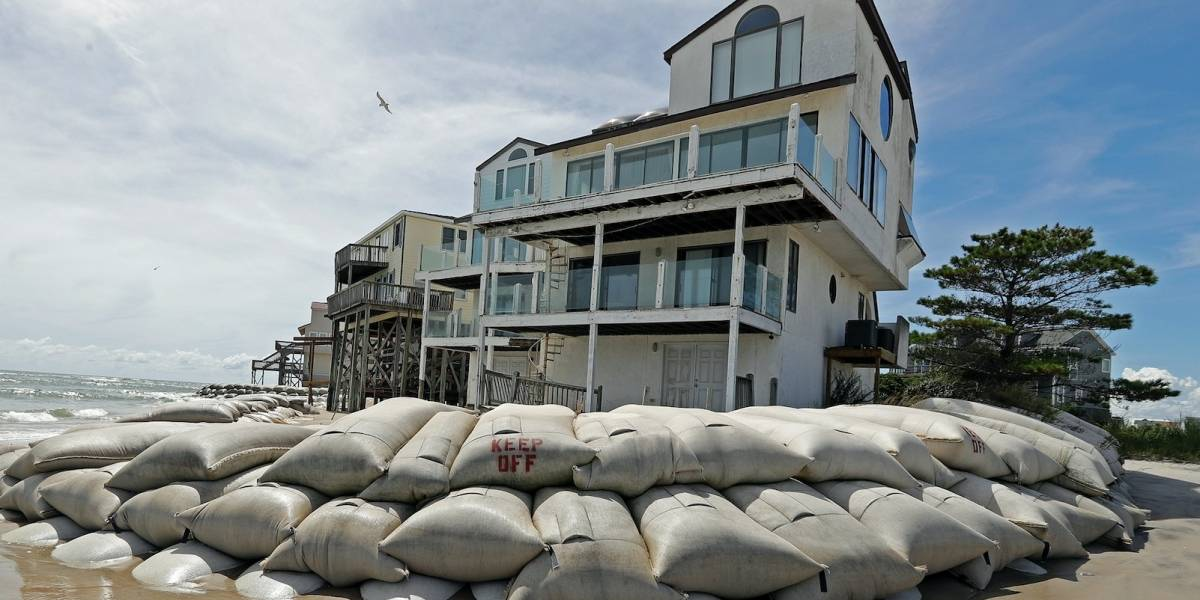 Temor en EE.UU. por trayectoria incierta del huracán Florence