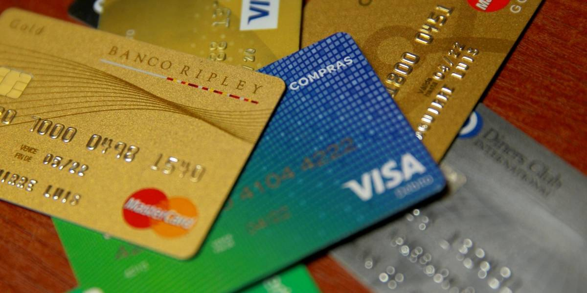 Podría haber compensaciones: Sernac inicia acciones por filtración de datos de tarjetas bancarias